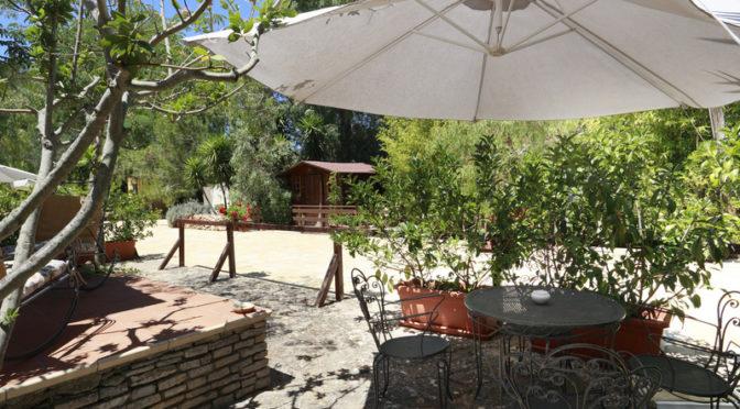 Il Villaggetto – Bed and Breakfast a Neviano di Lecce – Turismo Rurale nel Salento – Area esterna – Relax tra gli alberi